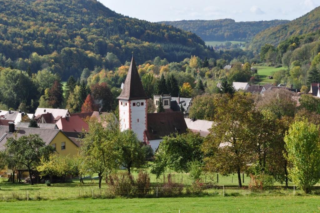 Marienkirche und Schloss in Vorra